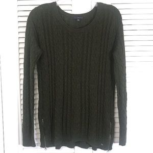 AEO - NWOT Olive Green Cable Knit Sweater!